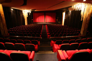 کاهش تعداد تماشاگران بهرغم افزایش ابتذال در سینما