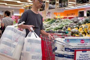 فیلم/ بحران مواد ضدعفونی در فروشگاههای آمریکا