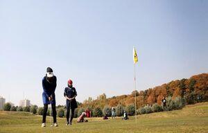 گلفبازان با لباس شخصی در تورنمنت لاهور+عکس