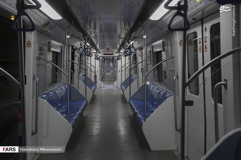 عکس/ جمع آوری دستگیرههای قطار مترو