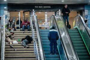 تصاویری تکاندهنده از تلاش بیخانمانها برای جای خواب