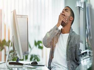 ۷ ترفند رهایی از خواب آلودگی محیط کار!