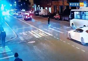 فیلم/ تصادف وحشتناک عابر پیاده با آمبولانس!