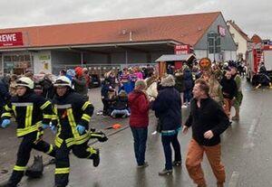 یک خودرو با ورود به یک کارناوال در آلمان چند نفر را زیر گرفت