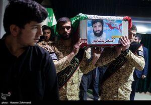 عکس/ مراسم وداع با پیکر بیسر فرمانده مدافعان حرم، شهید اصغر پاشاپور