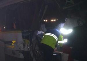 برخورد اتوبوس با کامیون در اتوبان نطنز-کاشان با یک کشته +عکس