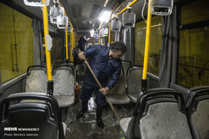 عکس/ ضدعفونی اتوبوسهای شهری اهواز