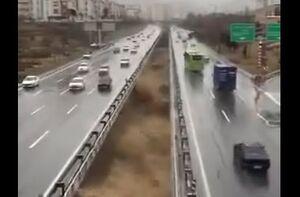 فیلم/ لحظه ورود سیلاب به مسیل اتوبان شهید باکری