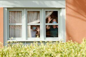 عکس/ گرفتار شدن هزار گردشگر در هتلی مشکوک به کرونا