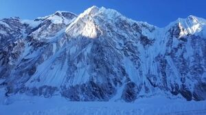قله اورست همچنان قد میکشد!