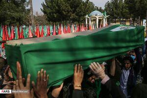 عکس/ تشییع پیکر ۱۵ شهید مدافع حرم در قم