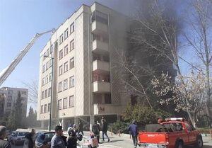 آتشسوزی گسترده در یک مجتمع ۳۴ واحدی+ تصاویر