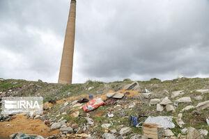عکس/ کوره آجرپزی در محاصره زبالهها