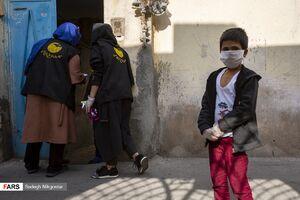 عکس/ توزیع بستههای بهداشتی در محله هرندی
