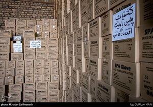 عکس/ کشف دستکش های احتکار شده از ۴انبار در تهران