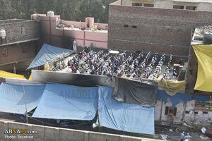 عکس/ اقامه نماز بر بام مسجد سوخته دهلی نو