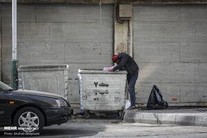 عکس/ کرونا در کمین زباله گردها