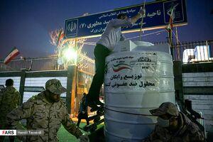 عکس/ توزیع رایگان محلول ضد عفونی کننده توسط بسیج