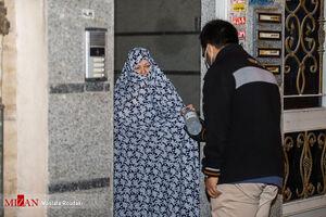 عکس/ توزیع رایگان محلولهای ضدعفونیکننده توسط بسیج