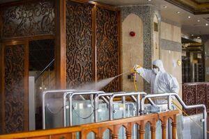 عکس/ ضد عفونی اطراف حرم حضرت عباس (ع)