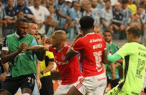 درگیری بازیکنان در برزیل