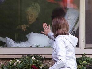 فیلم/ کرونا خانههای سالمندان آمریکا را تعطیل کرد