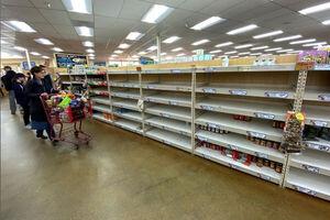 آمریکاییها فروشگاهها را خالی کردند/ نگرانی از کمبود کالا