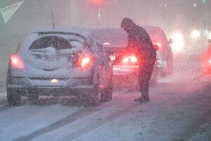 فیلم/ محاصره گردشگران در برف سنگین روسیه
