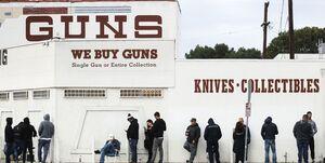 هجوم آمریکاییها برای خرید سلاح در پی شیوع کرونا