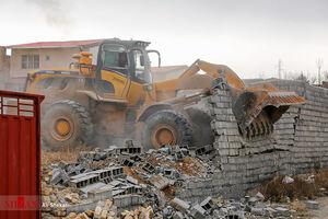 عکس/ تخریب ساخت و سازهای غیرمجاز در رودهن