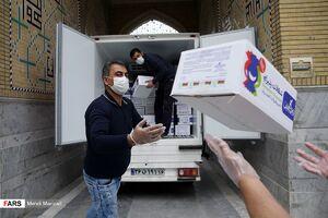 عکس/ توزیع بسته های حمایتی بین آسیبدیدگان کرونا