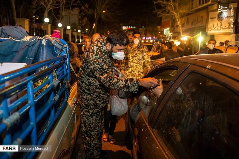 پخش ماسک توسط بسیجیان در تهران