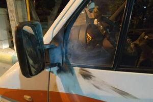 عکس/ آسیب مواد محترقه به آمبولانس