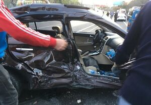 """تصادف ۱۶ خودرو در بزرگراه شهید همت به خاطر """"ضایعات ماهی"""" + تصاویر"""