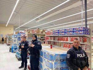عکس/ تدبیر امنیتی کانادا برای فروش دستمال توالت
