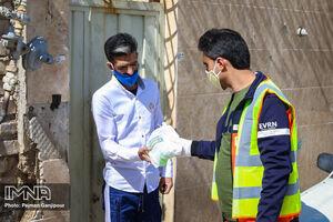 عکس/ توزیع بستههای بهداشتی در مناطق محروم