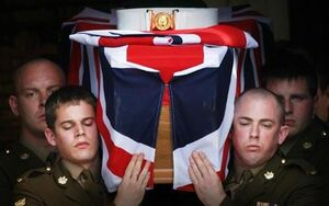 تابوت نظامیان انگلیسی چگونه کوچک میشود؟+عکس