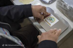 عکس/ طبخ غذای متبرک رضوی برای بیمارستانهای تهران