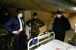عکس/ بازدید ماکرون از بیمارستان صحرایی