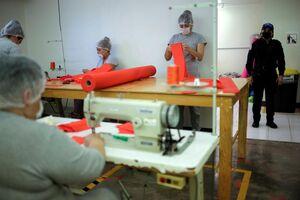 عکس/ تولید ماسک در زندان زنان