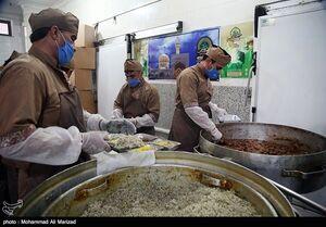 عکس/ طبخ غذای متبرک رضوی برای بیماران کرونایی