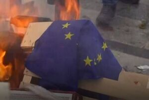 آتش زدن پرچم اتحادیه اروپا