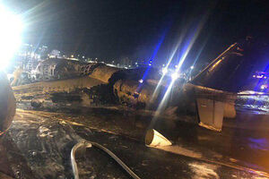 عکس/ سقوط هواپیما حامل بیمار کرونا