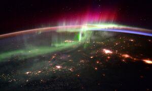 فیلم/ گردش زیبای کره زمین از عدسی یک دوربین