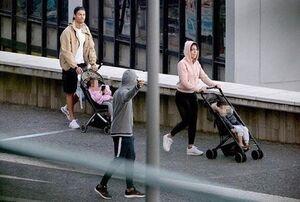 عکس/ پیادهروی رونالدو و خانوادهاش در ایام قرنطینه