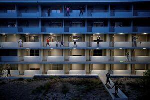 عکس/ ورزش گروهی در آپارتمان
