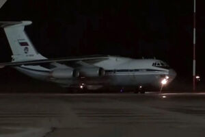 فیلم/ هواپیمای حامل کمکهای پزشکی روسیه به آمریکا