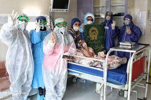 عکس/ توزیع غذای متبرک رضوی در بیمارستان