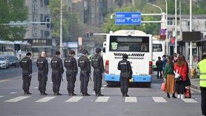 فیلم/ ادای احترام به قربانیان کرونا در چین