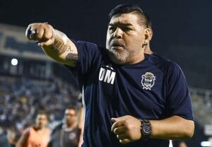 انتقاد مارادونا از کارلوس توس